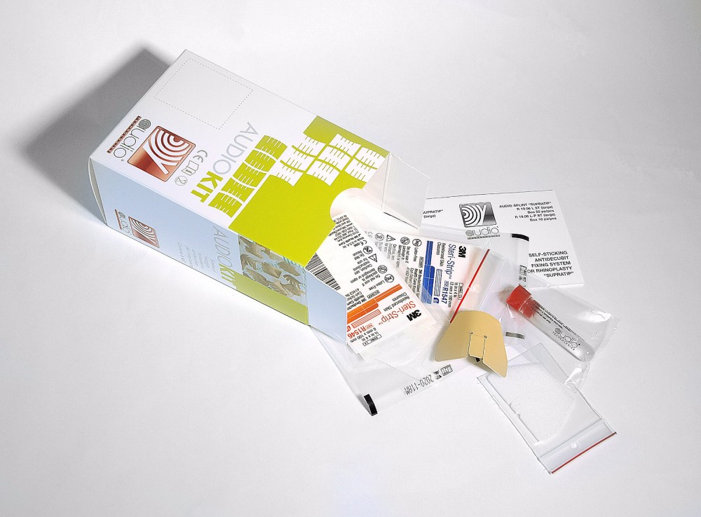 Splint with the medication kit